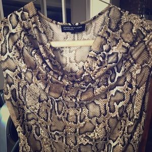 Jones New York Collection snake printed blouse!